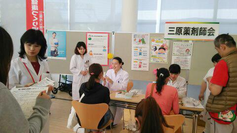 薬局実習生が健康増進イベントのスタッフとして活躍!