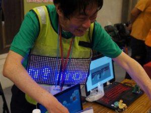 Maker Faire Taipei のFacebook のページに載っていた山之上教授の写真