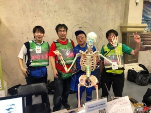 前骨格ロボットとMakers from Hiroshima のメンバー