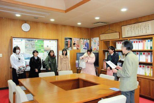 薬学部の2つの団体が、学長室を訪問!