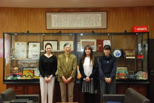 【薬学部】学長賞受賞予定者が学長室訪問!