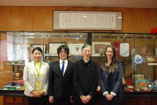 【国際交流】留学生も活躍!日本語スピーチコンテストの受賞学生が学長室を訪問