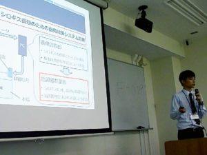 情報工学科4年 黒木さんの研究発表
