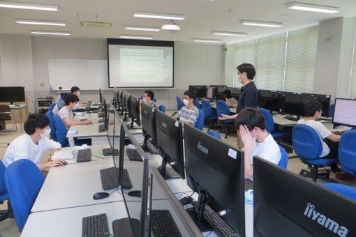 【工学部】対面授業開始により新しいPC室も利用を開始!
