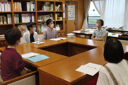 【大学教育センター】自主ゼミ「キャリアデザインゼミ」の1年生が学長室を訪問!