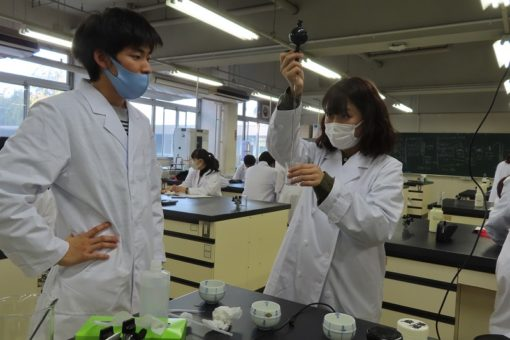 【生物工学科】バイオの始まりは実験器具の使い方から