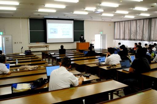 【スマートシステム学科】ZOOMを活用した卒業研究中間発表!