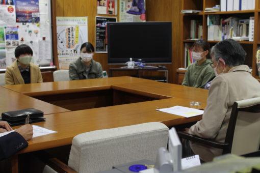 【学長室】秋の恒例行事 学生の学長室訪問!