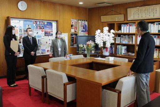 【薬学研究科】学長室訪問-学位取得の報告