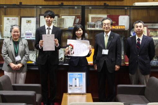 【受賞】2021年4月、表彰された6年生が学長室を訪問しました。