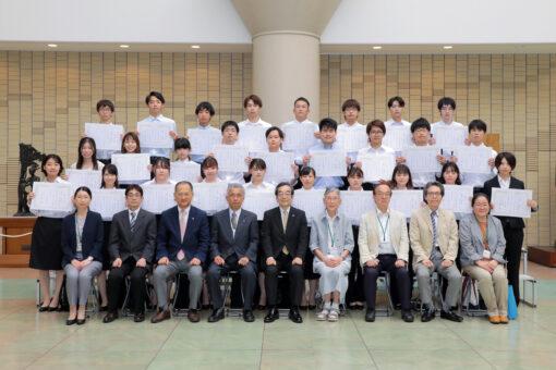 【学生課】学長賞表彰と桜ミニフォトコンテストの表彰式を挙行!