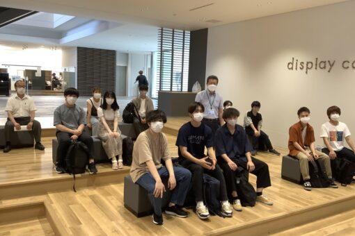 【経済学科】「未来創造館」1階Display Cornerでのプレゼン対抗戦!
