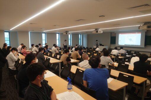 【薬学研究科】大学院3年生の研究中間発表会の開催